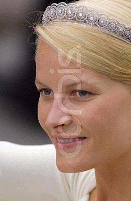 Click image for larger version  Name:2001_08_25___Portrait_of_Mette_Marit_Tjessem_Hoeiby__wife_of_Prince_Haakon_of_Norway.JPG Views:1268 Size:32.0 KB ID:13898