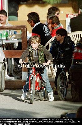 Click image for larger version  Name:Tour de France avec le petit prince de Monaco.jpg Views:155 Size:63.1 KB ID:140341