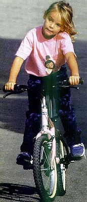 Click image for larger version  Name:biking long the streets.jpg Views:155 Size:35.3 KB ID:140342