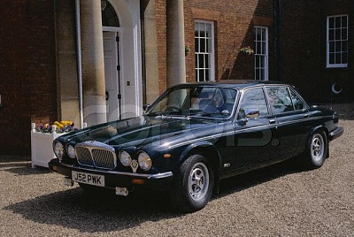 Click image for larger version  Name:Queen's Daimler Double Six at Newmarket.jpg Views:545 Size:56.3 KB ID:140390