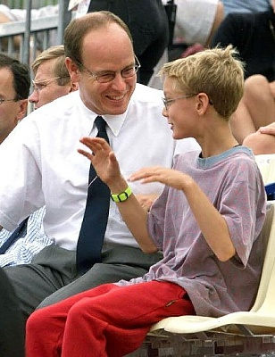 Click image for larger version  Name:1998_pierre with uncle.jpg Views:300 Size:48.6 KB ID:143626
