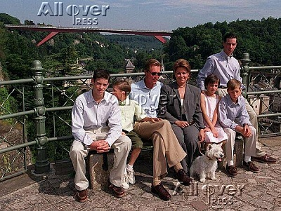 Click image for larger version  Name:grandducalfamily.JPG Views:453 Size:88.6 KB ID:1441