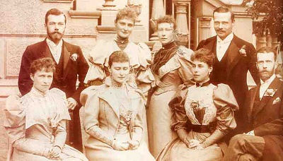 Click image for larger version  Name:1894 - Ella,Alix,Ducky,Irene,Victoria 1.jpg Views:1296 Size:30.2 KB ID:144775