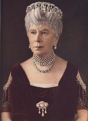 Click image for larger version  Name:Queen Mary Bejewelled.jpg Views:1042 Size:56.7 KB ID:146311
