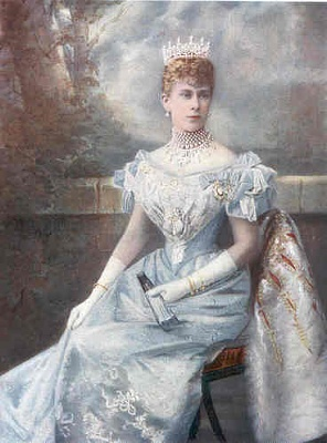 Click image for larger version  Name:Queen Mary Portrait.jpg Views:1614 Size:15.8 KB ID:146312