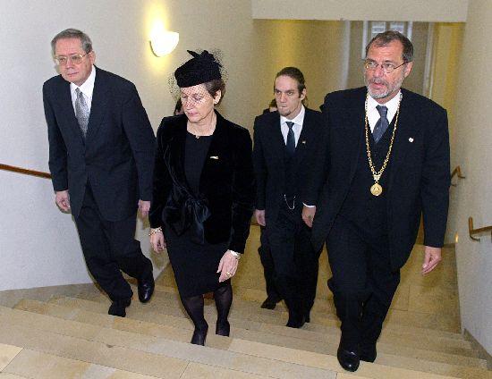 Click image for larger version  Name:Baden-W�rttemberg PM Ulrich Mueller, Sonja, Bj�rn & Mayor Horst Frank.jpg Views:99 Size:39.4 KB ID:147736