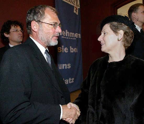Click image for larger version  Name:Mayor Horst Frank & Sonja.jpg Views:85 Size:47.1 KB ID:147740