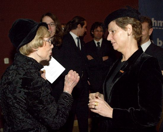 Click image for larger version  Name:Sonja & opera singer Anneliese Rothenberger.jpg Views:89 Size:43.4 KB ID:147743