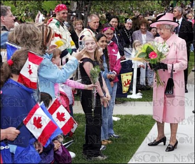 Click image for larger version  Name:QueenAlbertaWalkabout24thMay.jpg Views:147 Size:53.6 KB ID:149458