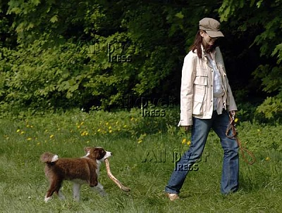 Click image for larger version  Name:CP Mary and dog Ziggy 5-19-2005 4.jpg Views:3362 Size:41.5 KB ID:150287