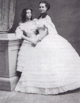 Click image for larger version  Name:alix with dagmar 1862.jpg Views:692 Size:19.9 KB ID:151374