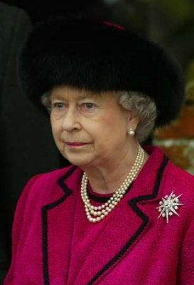 Click image for larger version  Name:queenelizabethtwo.jpg Views:272 Size:12.8 KB ID:1539