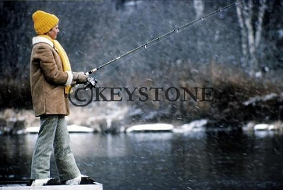 Click image for larger version  Name:fishing.JPG Views:239 Size:26.6 KB ID:154511