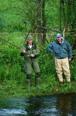 Click image for larger version  Name:fishing.jpg Views:239 Size:37.1 KB ID:155112