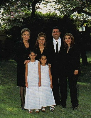 Click image for larger version  Name:The+Pahlavi+Family+2000.jpg Views:702 Size:52.1 KB ID:157130
