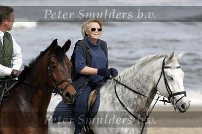 Click image for larger version  Name:Koningin Beatrix 2905056675843.jpg Views:184 Size:33.9 KB ID:158865