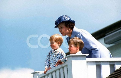 Click image for larger version  Name:reina con wills y harry.JPG Views:775 Size:32.9 KB ID:159007