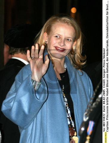 Click image for larger version  Name:Prinses Mabel bij de uitreiking van het eredoctoraat van koningin Beatrix (2).jpg Views:171 Size:57.9 KB ID:166690