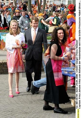 Click image for larger version  Name:Koninginnedag 2005 (4).jpg Views:279 Size:75.6 KB ID:166691