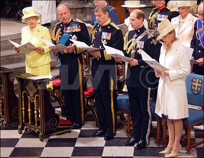 Click image for larger version  Name:TheQueen&TheRoyalFamilyThanksgiving60thAnniversaryWWII10thJuly.jpg Views:269 Size:63.3 KB ID:167262