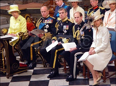 Click image for larger version  Name:TheRoyalFamilyWWII60thAnniversaryWestminsterAbbey10thJuly.jpg Views:268 Size:62.2 KB ID:167264