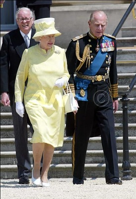 Click image for larger version  Name:QueenDukeLuncheonBuckighamPalace10thJuly.jpg Views:191 Size:43.6 KB ID:167274