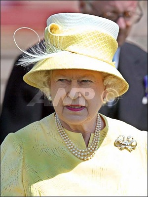 Click image for larger version  Name:QueenLuncheonBuckinghamPalace10thJuly.jpg Views:434 Size:37.2 KB ID:167275