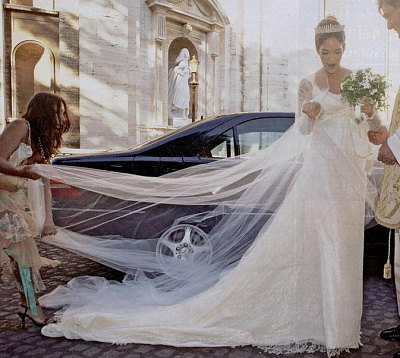 Click image for larger version  Name:Austria AD Maximilian bride Maya Askari (2).jpg Views:908 Size:75.9 KB ID:169171