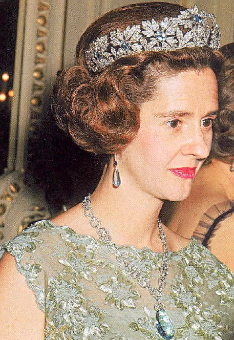 Benelux royal jewels re large aquamarine pendant the diamond chain necklace seems to be adjustable here is a photo of queen fabiola wearing it at a somewhat middle length compared to the two photos above aloadofball Image collections