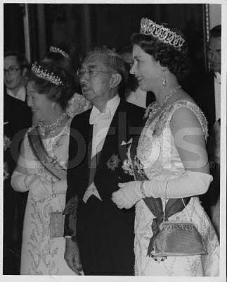 Click image for larger version  Name:Hirohito, Nagako & Queen Elizabeth.jpg Views:770 Size:29.2 KB ID:174173