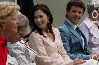 Click image for larger version  Name:Royal Family at Graasten 11.jpg Views:569 Size:27.3 KB ID:176012