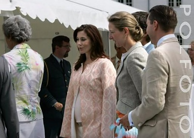 Click image for larger version  Name:Royal Family at Graasten 14.jpg Views:620 Size:28.6 KB ID:176015
