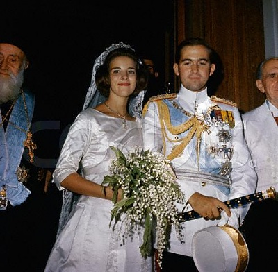 Click image for larger version  Name:5_King_Constantine_of_Greece_with_bride__Princess_Anne_Marie_of_Denmark__after_their_marriage.jpg Views:522 Size:43.3 KB ID:17650