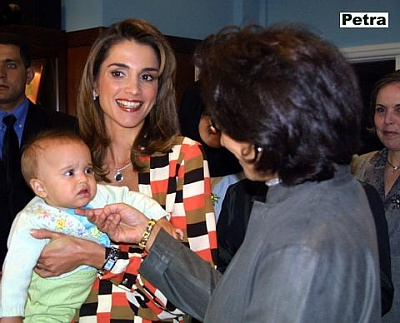Click image for larger version  Name:Queen_Rania_in_Kuwait_1.jpg Views:615 Size:34.5 KB ID:17693