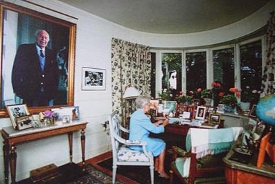 Click image for larger version  Name:Lilian i arbetsrummet.jpg Views:308 Size:43.2 KB ID:186601