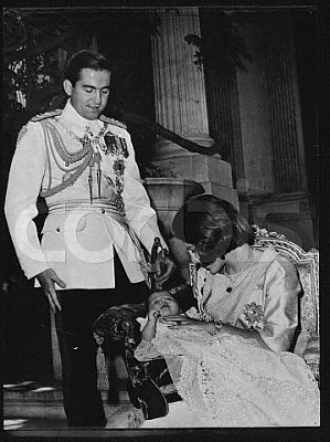 Click image for larger version  Name:Princess Alexia of Greece with Her Proud Parents.jpg Views:519 Size:33.9 KB ID:187164