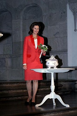 Click image for larger version  Name:01_Queen_Silvia_4.jpg Views:279 Size:29.6 KB ID:18848