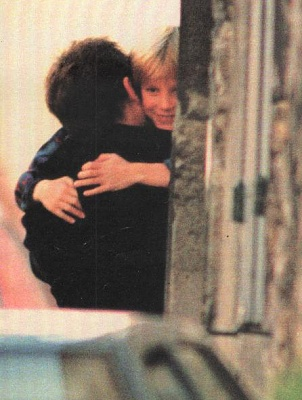 Click image for larger version  Name:hugging.jpg Views:11597 Size:39.4 KB ID:197427