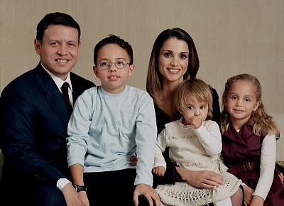 Click image for larger version  Name:2003family_1salma&iman.jpg Views:941 Size:64.4 KB ID:200379