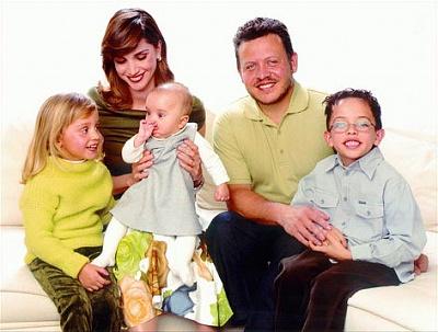 Click image for larger version  Name:2001familysalma&iman.jpg Views:7759 Size:43.2 KB ID:200383