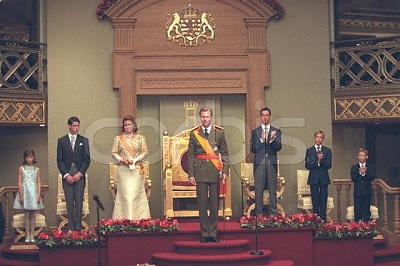 Click image for larger version  Name:throne 2000 12.jpg Views:2097 Size:48.5 KB ID:202587