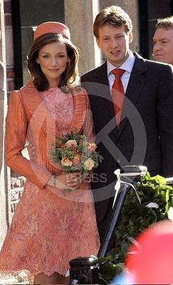 Click image for larger version  Name:Prince_Floris_Wedding_8-UKP.jpg Views:298 Size:49.4 KB ID:204476