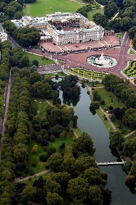 Click image for larger version  Name:BP & St. James's Park1.jpg Views:217 Size:63.7 KB ID:204981
