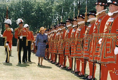 Click image for larger version  Name:inspection of the Yeomen of the Guard Jun 1997.jpg Views:240 Size:80.3 KB ID:205026