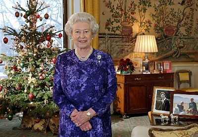 Click image for larger version  Name:Christmas Day Message 2004, Yellow Drawing Room.jpg Views:236 Size:71.9 KB ID:205032