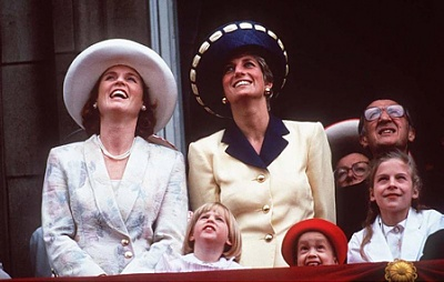 Click image for larger version  Name:Trooping of the Colour 1991.jpg Views:238 Size:74.2 KB ID:205047
