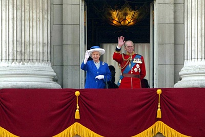 Click image for larger version  Name:Trooping of the Colour Jun 2003.jpg Views:242 Size:82.7 KB ID:205056