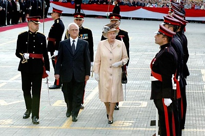 Click image for larger version  Name:Inspecting the Guard of Honour.jpg Views:143 Size:81.8 KB ID:225872