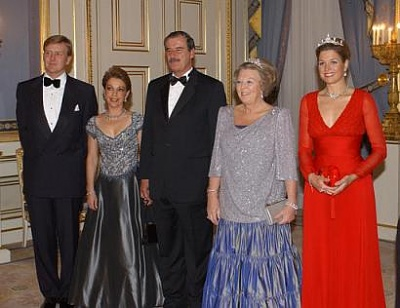 Click image for larger version  Name:netherlands_family.jpg Views:285 Size:23.3 KB ID:2267