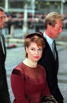 Click image for larger version  Name:QEII golden wedding anniv Westminster, nov 1997_2.jpg Views:280 Size:19.5 KB ID:230823